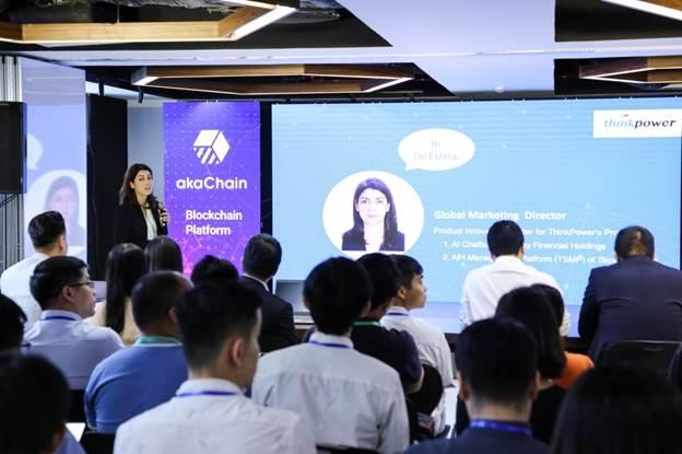 Bà Estele Gonzalez, Giám đốc Marketing toàn cầu của hãng công nghệ ThinkPower chia sẻ câu chuyện thực tế triển khai ứng dụng FinTech tại Đài Loan tại hội thảo do FPT Software tổ chức tháng 9/2019. Ảnh: F.S